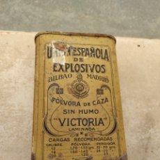 Cajas y cajitas metálicas: CAJA - BOTE DE PÓLVORA DE CAZA SIN HUMO VICTORIA - UNIÓN ESPAÑOLA DE EXPLOSIVOS - BILBAO - MADRID -. Lote 251256890