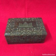 Cajas y cajitas metálicas: CAJA DE MADERA, ARTESANÍA, HECHA A MANO, MADE IN INDIA, CON INCRUSTACIÓN DE TAJ MAHAL EN METAL. Lote 252659305