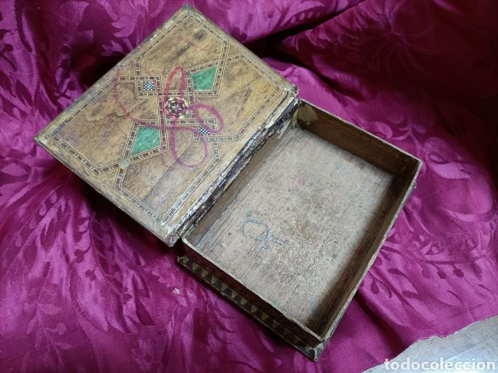 Cajas y cajitas metálicas: Original caja. Cartón. Patas de madera. 18 x 13 x 7 cms - Foto 3 - 253427495