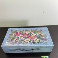 Cajas y cajitas metálicas: CAJA DE MADERA PINTADA MANO. Lote 254166855