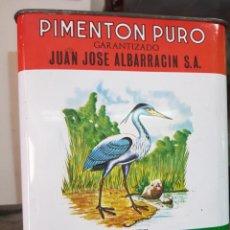Cajas y cajitas metálicas: ANTIGUA CAJA LATA PIMENTON LA GARZA REAL ALBARRACIN ESPINARDO MURCIA 2500 GR.. Lote 254187585