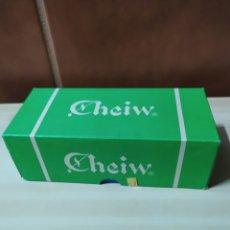 Cajas y cajitas metálicas: CAJA CHICLES CHEIW. VACÍA. DE CARTÓN. ANTIGUA. Lote 259934005