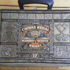 Cajas y cajitas metálicas: CAJA METALICA TIPO MALETIN DEL WHISKY CHIVAS REGAL 12 AÑOS , MUY CONSERVADA. Lote 262007990