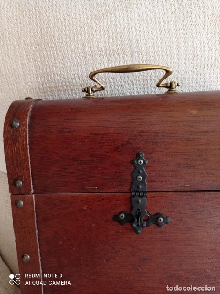 Cajas y cajitas metálicas: Cofre de madera para botellas de vino. - Foto 5 - 263941865