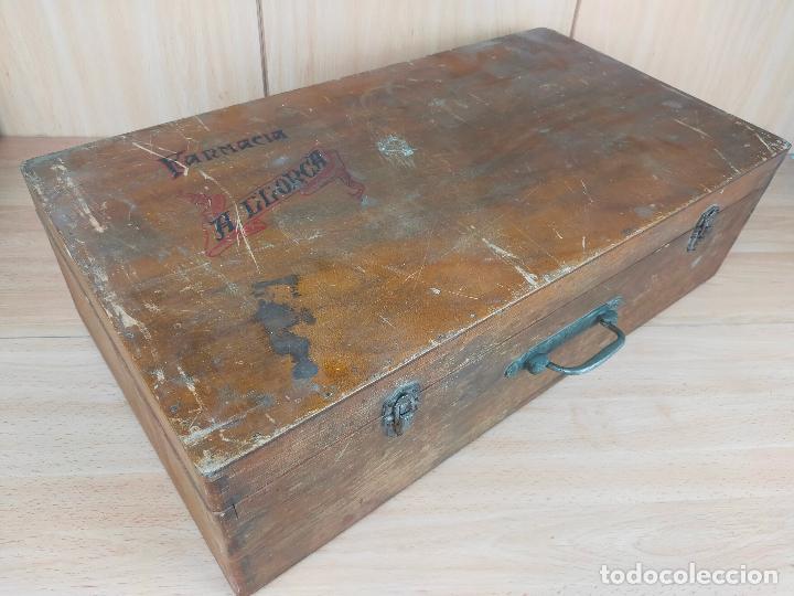 Cajas y cajitas metálicas: CAJA MALETIN EN MADERA FARMACIA LLORCA - Foto 2 - 267593769