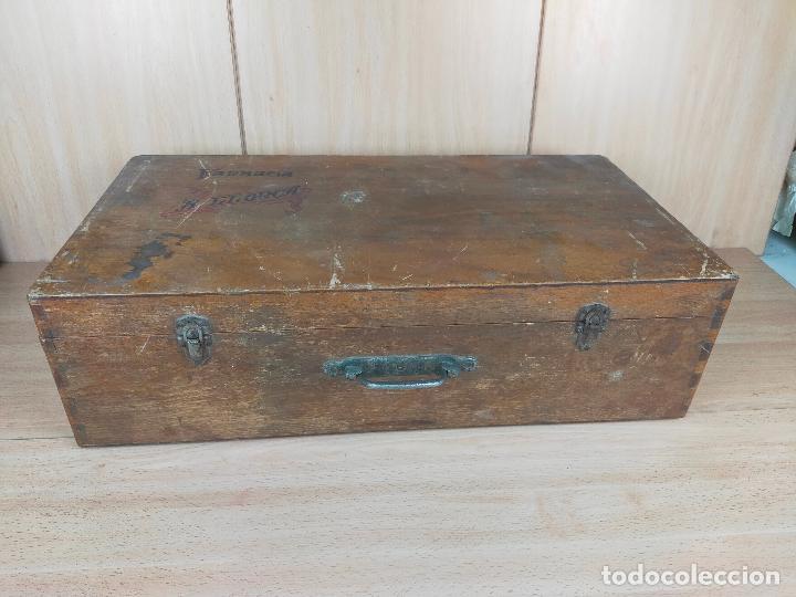 CAJA MALETIN EN MADERA FARMACIA LLORCA (Coleccionismo - Cajas y Cajitas Metálicas)
