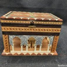 Caixas e caixinhas metálicas: CAJA JOYERO EN MARQUETERÍA DE LA FUENTE DE LOS LEONES DE LA ALHAMBRA. Lote 268322869