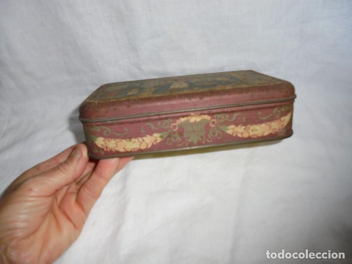 Cajas y cajitas metálicas: ANTIGUA Y RARA CAJA LITOGRAFIADA DE LATA BOMBONERIA ASUN ARENAL 1 BILBAO - Foto 2 - 268999479
