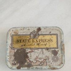 Cajas y cajitas metálicas: ANTIGUA CAJA DE HOJALATA STATE EXPRESS LONDON CIGARETTES. Lote 269360723
