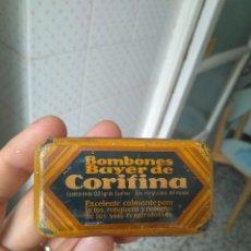 Cajas y cajitas metálicas: ANTIGUA CAJITA BOMBONES DE CORIFINA DE BAYER EN HOJALATA. Lote 270240413