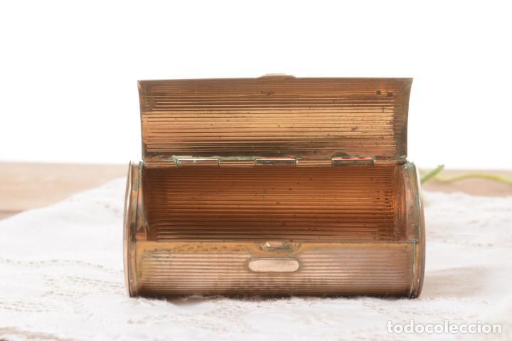 Cajas y cajitas metálicas: Curiosa caja vintage en forma cónica para maquillaje o monedero - Foto 6 - 273643118
