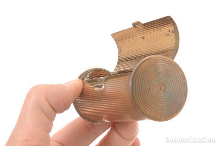 Cajas y cajitas metálicas: Curiosa caja vintage en forma cónica para maquillaje o monedero - Foto 9 - 273643118