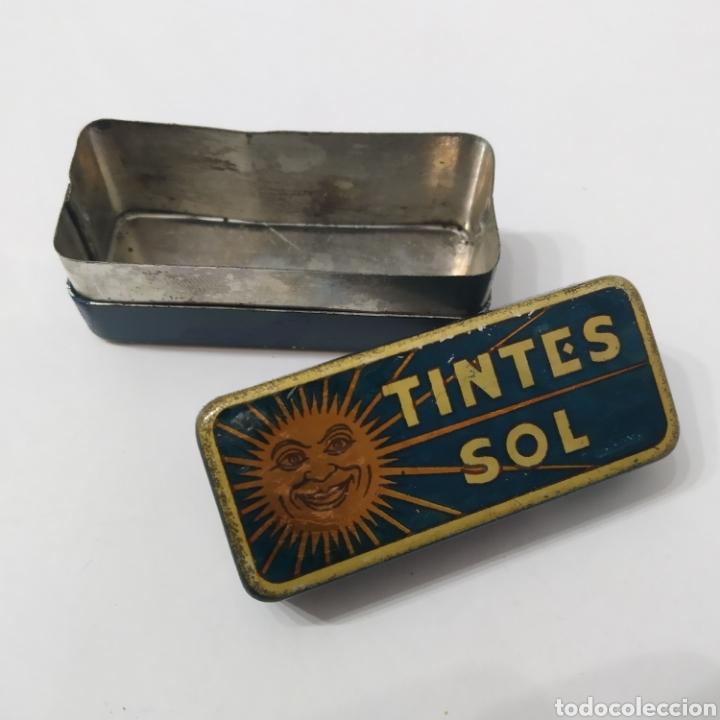 Cajas y cajitas metálicas: Antigua Caja de hojalata de TINTES SOL, años 40 - 50 - Foto 2 - 276096423