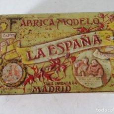 Cajas y cajitas metálicas: ANTIGUA CAJA DE LATA CON RELIEVES, CHOCOLATES LA ESPAÑA, MADRID, 26 X 17 X 6 CMS.. Lote 276616228