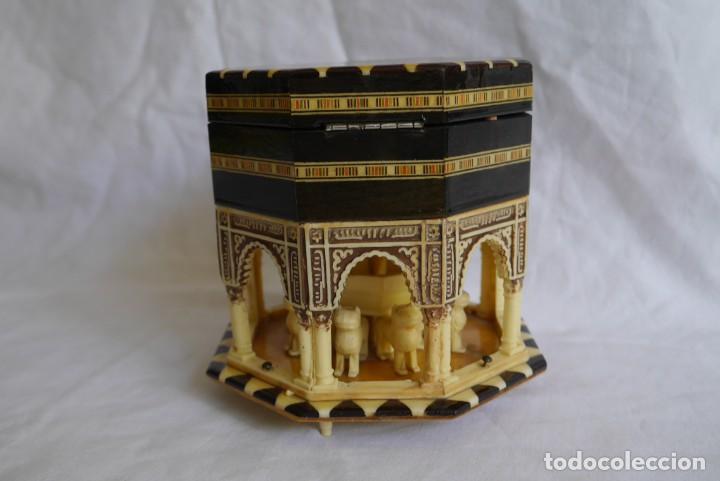 Cajas y cajitas metálicas: Caja joyero musical de marquetería Fuente de los leones Alhambra de Granada - Foto 3 - 277083238