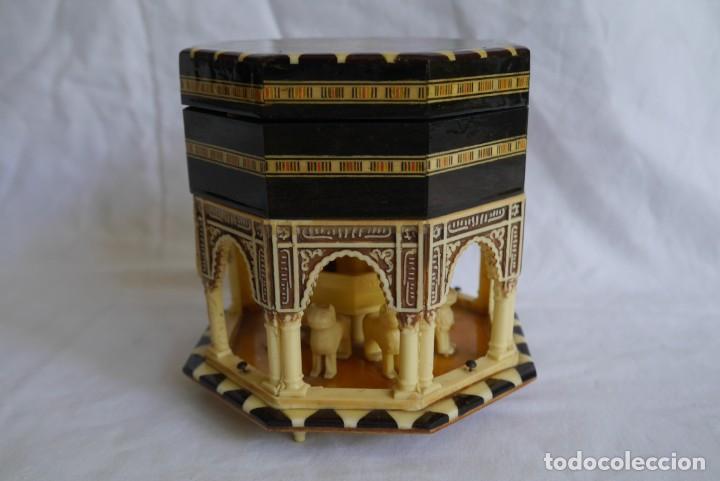 Cajas y cajitas metálicas: Caja joyero musical de marquetería Fuente de los leones Alhambra de Granada - Foto 4 - 277083238
