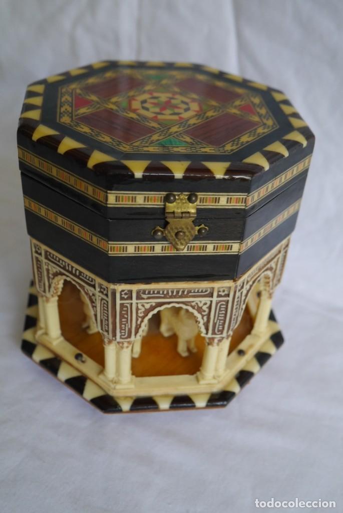 Cajas y cajitas metálicas: Caja joyero musical de marquetería Fuente de los leones Alhambra de Granada - Foto 6 - 277083238