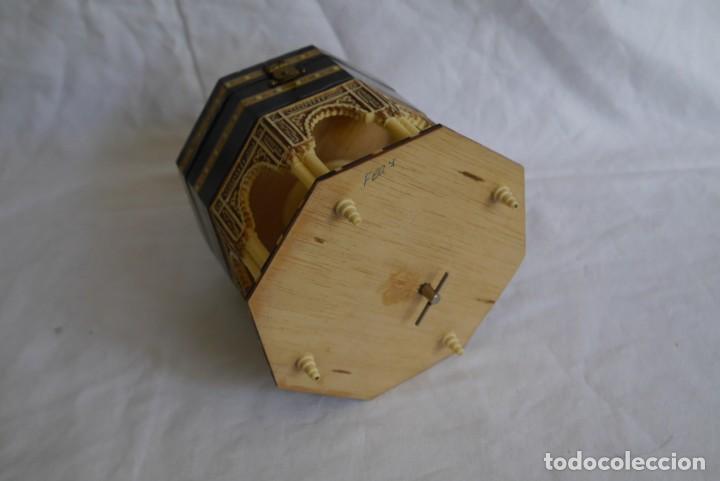 Cajas y cajitas metálicas: Caja joyero musical de marquetería Fuente de los leones Alhambra de Granada - Foto 8 - 277083238