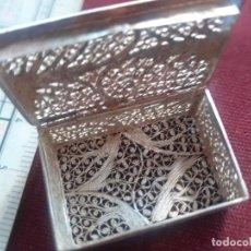 Cajas y cajitas metálicas: CAJITA DE FILIGRANA DE PLATA CONTRASTADA. Lote 277642588