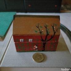 Cajas y cajitas metálicas: CAJITA DE MADERA PINTADA A MANO. Lote 277834128