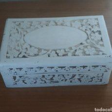 Cajas y cajitas metálicas: CAJA DE MADERA ANTIGUA. Lote 285136998