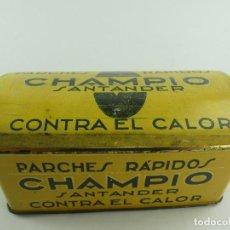 Casse e cassette metalliche: ANTIGUA CAJA DE HOJALATA PARCHES CHAMPIO OBJETO DE COLECCIÓN. Lote 285634808