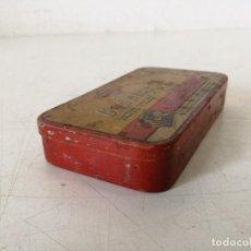 Casse e cassette metalliche: ANTIGUA CAJA DE LATA LITOGRAFIADA DE MOTOR, LUBRICANTE,GASOL-GRAF 10, MADRID, 12 X 6 X 2 CMS.. Lote 287364788