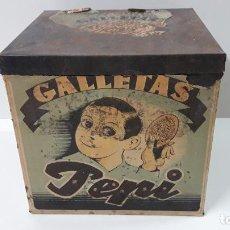 Cajas y cajitas metálicas: ANTIGUA CAJA DE GALLETAS PEPI - HUESCA . REALIZADA EN HOJALACA CON PAPEL . ALTURA 22,5 CM. Lote 287429338