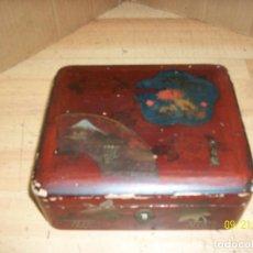 Cajas y cajitas metálicas: ANTIGUA CAJA DE MADERA LACADA-PERFUMERIA GAL- MADRID. Lote 288728378