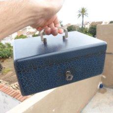 Boîtes et petites boîtes métalliques: ROBUSTA CAJA CAUDALES CON LLAVE COMPLETAMENTE FUNCIONAL, PRINCIPIOS DE SIGLO XX, 25X18X10,5, 3351GR. Lote 288912723