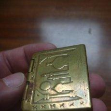 Cajas y cajitas metálicas: PRECIOSA CAJITA LATÓN LABRADO MEZQUITA Y MINARETES ARTESANÍA ÁRABE. Lote 290535473