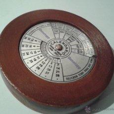 Coleccionismo Calendarios: CALENDARIO DE SOBREMESA EN MADERA CON ROTACION MARCA DIMETAPP. Lote 44395560