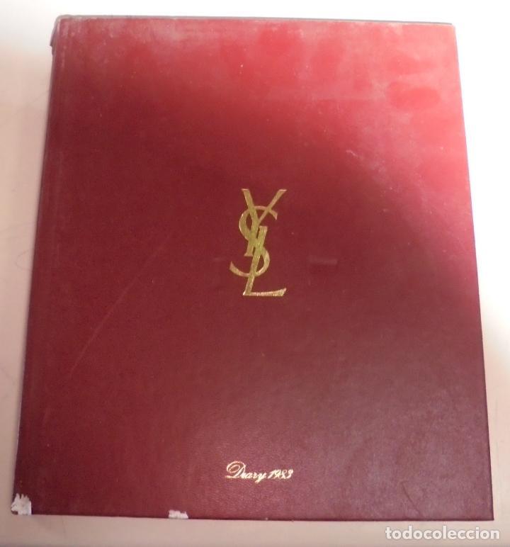 AGENDA. 1983. PUBLICITARIO. YVES SAINT LAURENT. EN FRANCES. FOTOS DE PASARELA, MAQUILLAJE. VER (Coleccionismo - Calendarios)