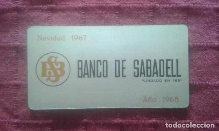 CALENDARIO METALICO. BANCO DE SABADELL. AÑO 1968. ALUMINIO. NAVIDAD 1967. (Coleccionismo - Calendarios)