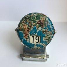 Coleccionismo Calendarios: CALENDARIO PERPETUO BASCULANTE (METÁLICO) MAPAMUNDI 1950-60'S ¡COLECCIONISTA! ¡ORIGINAL!. Lote 171826512