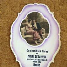 Coleccionismo Calendarios: COMESTIBLES MIGUEL DE LA VEGA SANTA ENGRACIA FELICIANA MADRID, CARTÓN RELIEVE AÑO 1926. Lote 173654587