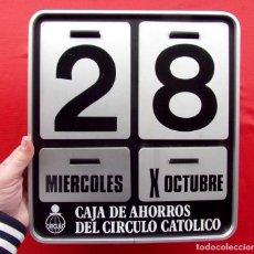 Coleccionismo Calendarios: CALENDARIO PARED METÁLICO. CAJA DE AHORROS DEL CIRCULO CATÓLICO DE BURGOS. AÑOS 60. NÚMEROS MOVIBLES. Lote 222574768
