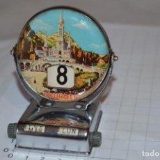 Coleccionismo Calendarios: CALENDARIO PERPETUO / METAL SERIGRAFIADO SANTUARIO DE LOURDES - AÑOS 50/60 - VINTAGE / RETRO ¡MIRA!. Lote 275241948
