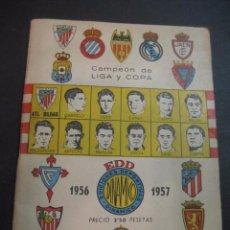 Coleccionismo deportivo: CALENDARIO DINAMICO 1956-1957. FUTBOL CAMPEON DE LIGA Y COPA. FOTOS EQUIPOS. Lote 102269267