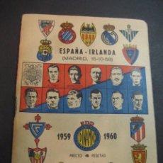 Coleccionismo deportivo: CALENDARIO DINAMICO 1959-1960. FUTBOL ESPAÑA - IRLANDA (MADRID 15-10-58). FOTOS EQUIPOS. Lote 102379351