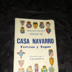 Coleccionismo deportivo: CALENDARIO DEPORTIVO DE LIGA 1957-1958 OBSEQUIO CASA NAVARRO VALENCIA. Lote 190044066
