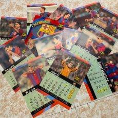 Coleccionismo deportivo: CALENDARIO COMPLETO CON SUS 12 FICHAS CON FOTOS DEL BARÇA FCB TEMPORADA DE FUTBOL 98-99. Lote 210363736