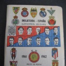 Coleccionismo deportivo: CALENDARIO FUTBOL DINAMICO LIGA 1961-1962. FOTOS JUGADORES. INGLATERRA - ESPAÑA (LONDRES 26-10-60). Lote 263022040
