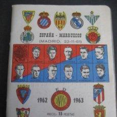 Coleccionismo deportivo: CALENDARIO FUTBOL DINAMICO LIGA 1962-1963. FOTOS JUGADORES. ESPAÑA - MARRUECOS (MADRID 23-11-61). Lote 263022480
