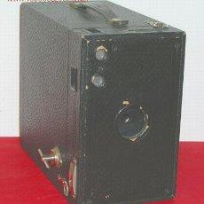 Cámara de fotos: KODAK Nº 2 C BROWNIE MODELO A DE CAJON. Lote 12270391
