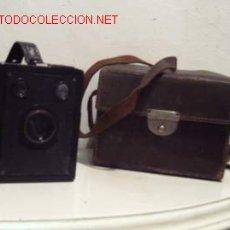Cámara de fotos: CÁMARA KODAK FILM 620 CON FUNDA DE PIEL. Lote 25699337