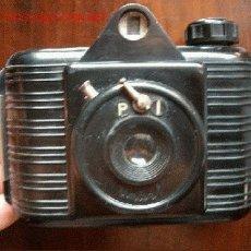 Cámara de fotos: UNIVEX DE BAQUELITA HACE FOTOS DE 4.5X6CM CON CARRETES DE 120. Lote 24083436