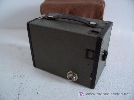 Cámara de fotos: rara camara kodak: brownie nº2 en gris, 1929-1933, fabricado en inglaterra - Foto 2 - 25232962