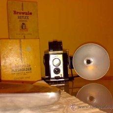 Cámara de fotos: CAMARA KODAK BROWNIE REFLEX CON CAJA E INSTRUCCIONES Y FLASH. Lote 26919123