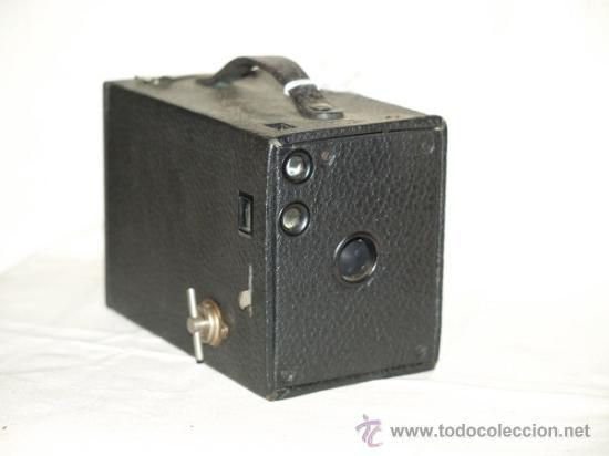 CÁMARA FOTOGRÁFICA KODAK BROWNIE MODEL 6 (1920). MADE IN USA. (Cámaras Fotográficas - Antiguas (hasta 1950))
